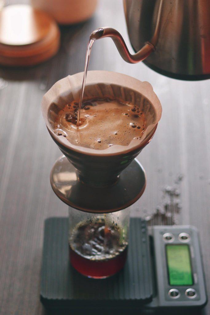v60, filtrovaná káva