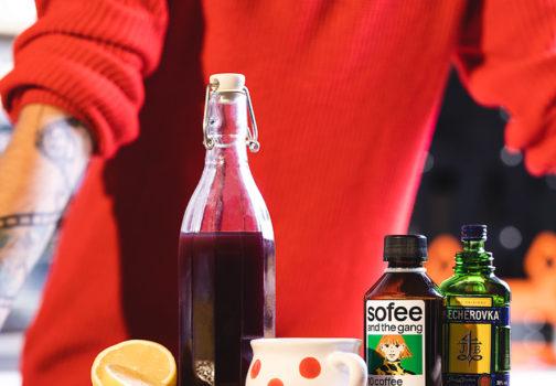 Nalaďte se do vánoční atmosféry. Připravte si horký punč s kávou